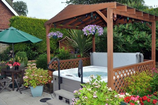 Minimalist Garden Hot Tub Could Be One Solution That Will Beautify Your  Home More Beautiful And Attractive. A Beautiful Home Not Only Because Of  The Use Of