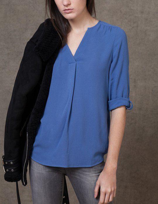 En Stradivarius encontrarás 1 Camisa larga cuello pico para mujer por sólo 17.95 € . Entra ahora y descúbrelo junto con más CAMISAS.