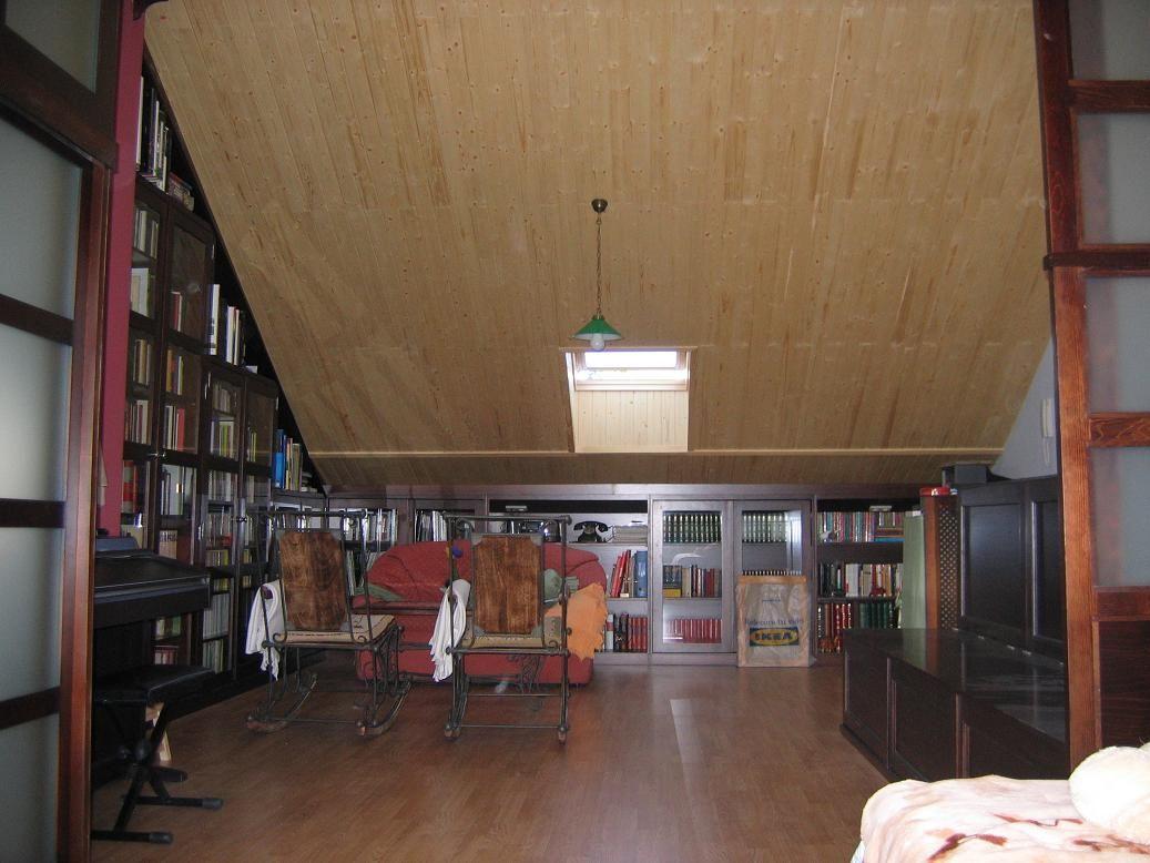 Mueble De Frente Bajo Tipo Librer A Aprovechando La Escasa Altura  # Muebles Buardilla