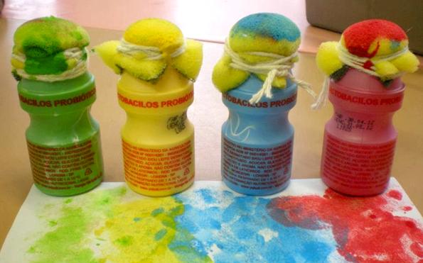 Artesanato Feito Com Juta Passo A Passo ~ Pintura com potinhos de yakult e esponja Pra Gente Miúda educaç u00e3o infantil Pinterest