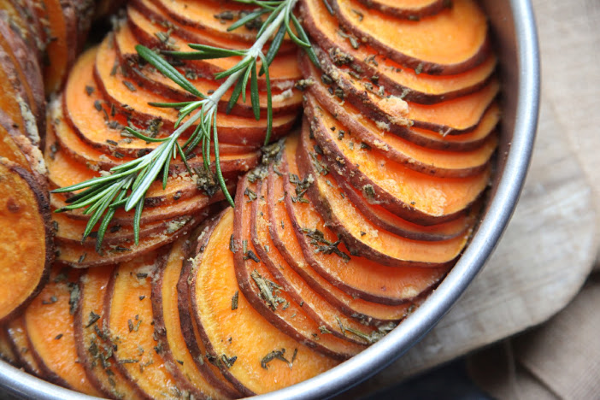 These Crispy Roasted Sweet Potatoes Are Sliced Thin And Made In The Oven A Healthy Oven Whole 30 Sweet Potato Recipe Roasted Sweet Potatoes Whole Food Recipes