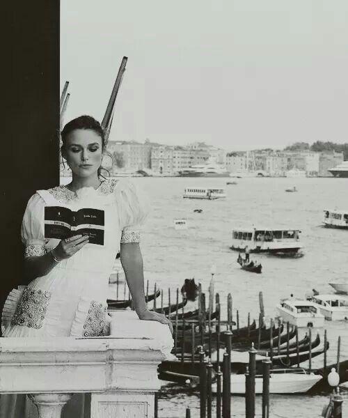 Haz de tu vida un sueño y, de tu sueño, una realidad. - A. de Saint-Exupéry  Fotografía: Keira Knightley, Anónimo, Venecia