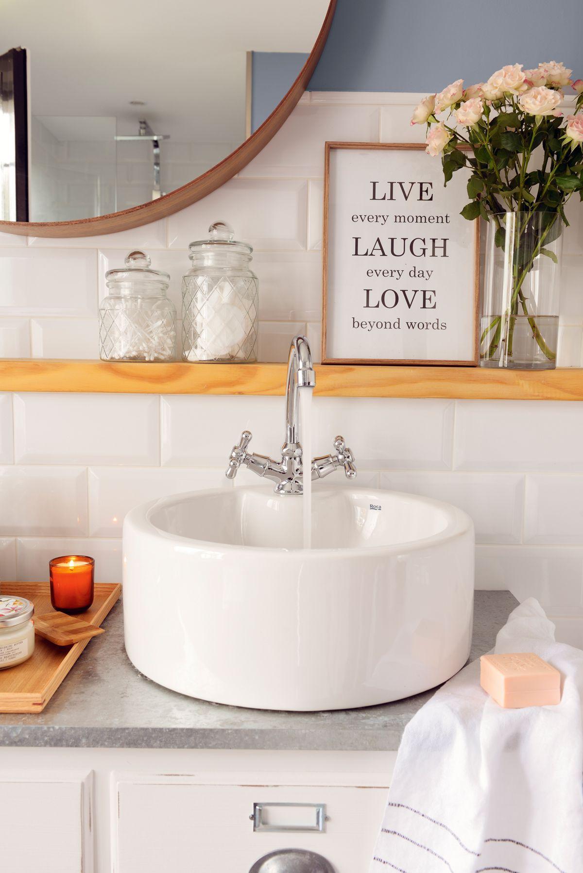 Manos Al Agua En El Lavabo Perfecto Lavamanos Para Bano