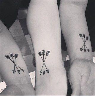 un tatouage fl ches pour trois soeurs instagram sain85 tatoo pinterest fl che trois. Black Bedroom Furniture Sets. Home Design Ideas
