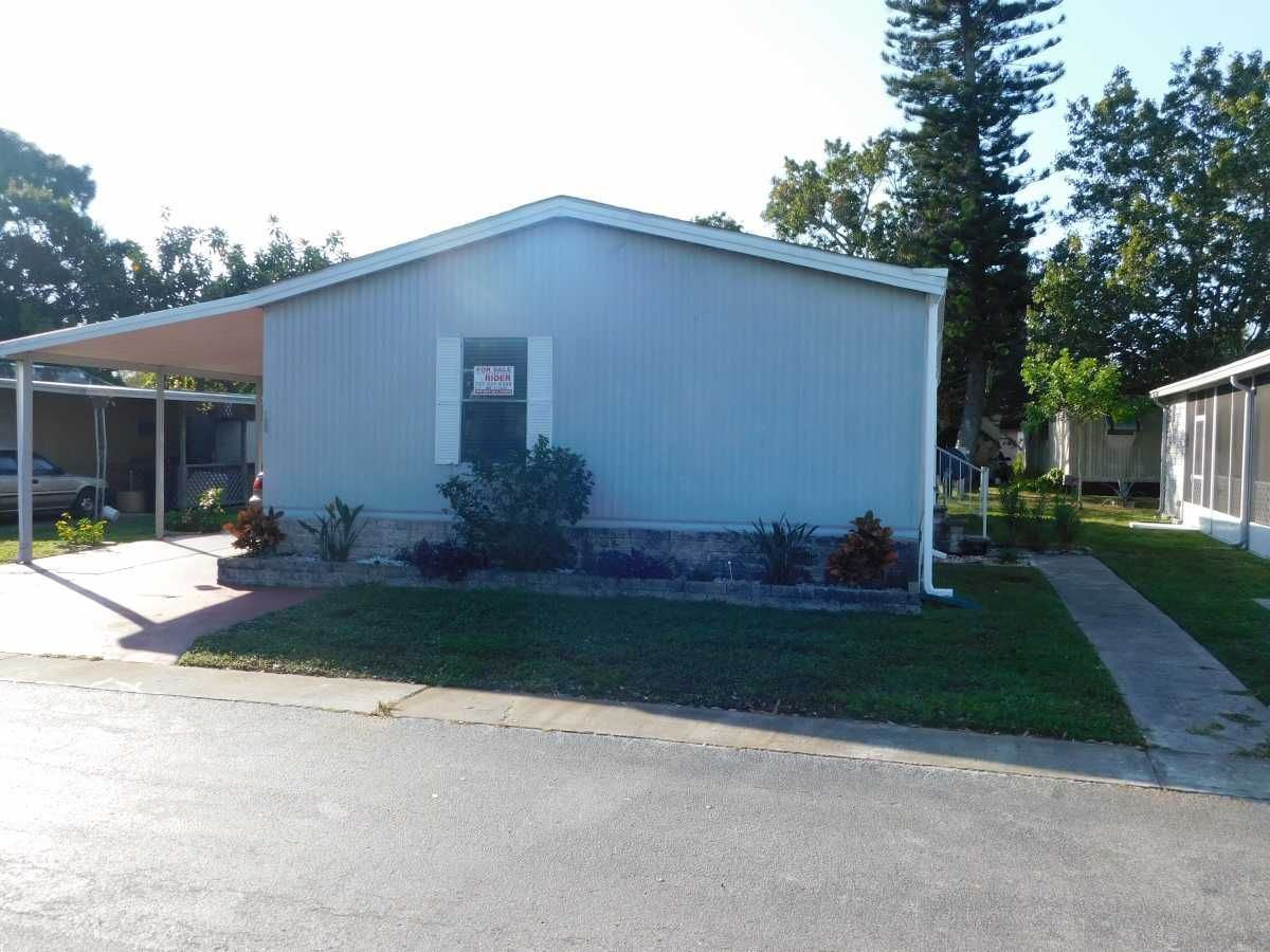 FRONT/WALKWAY 1984 FAMILY PARK Mobile / Manufactured Home