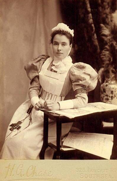 2e076d00327 Victorian nurse | Victorian Life | Vintage nurse, Vintage medical ...