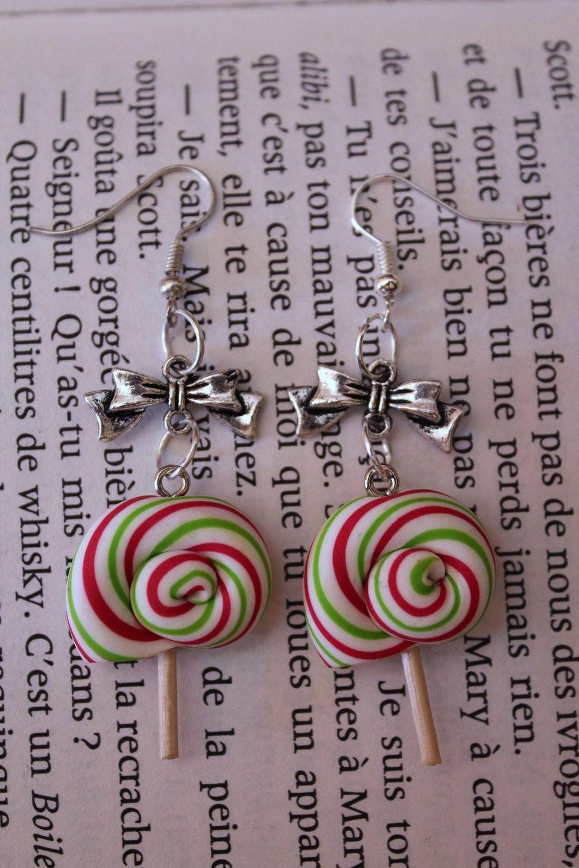 Boucles d'oreilles fantaisies gourmandes sucette aux couleurs de Noël en Fimo