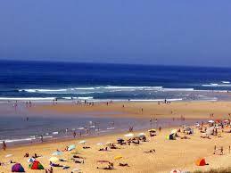 une belle journée à la plage en plein été