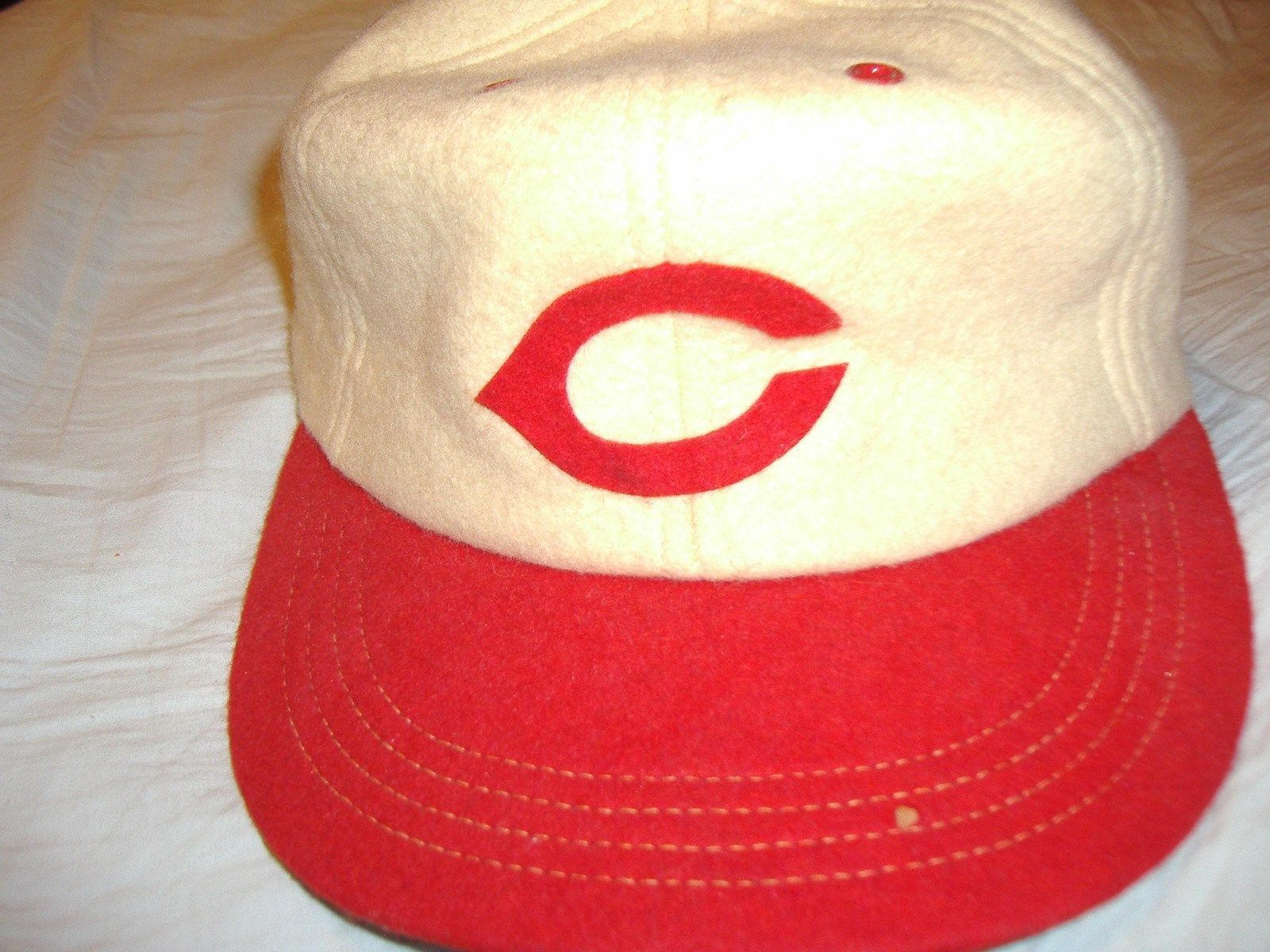 CINCINNATI REDS FITTED HAT REALLY OLD