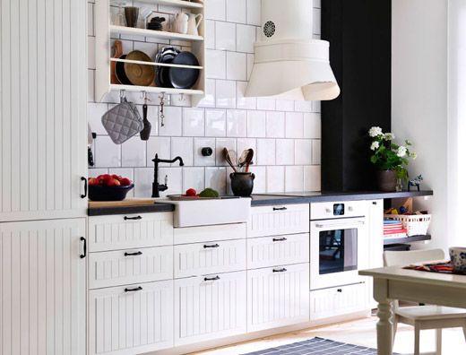 Traditionelle weiße Küche mit KROKTORP Fronten in Elfenbeinweiß - k che sideboard mit arbeitsplatte