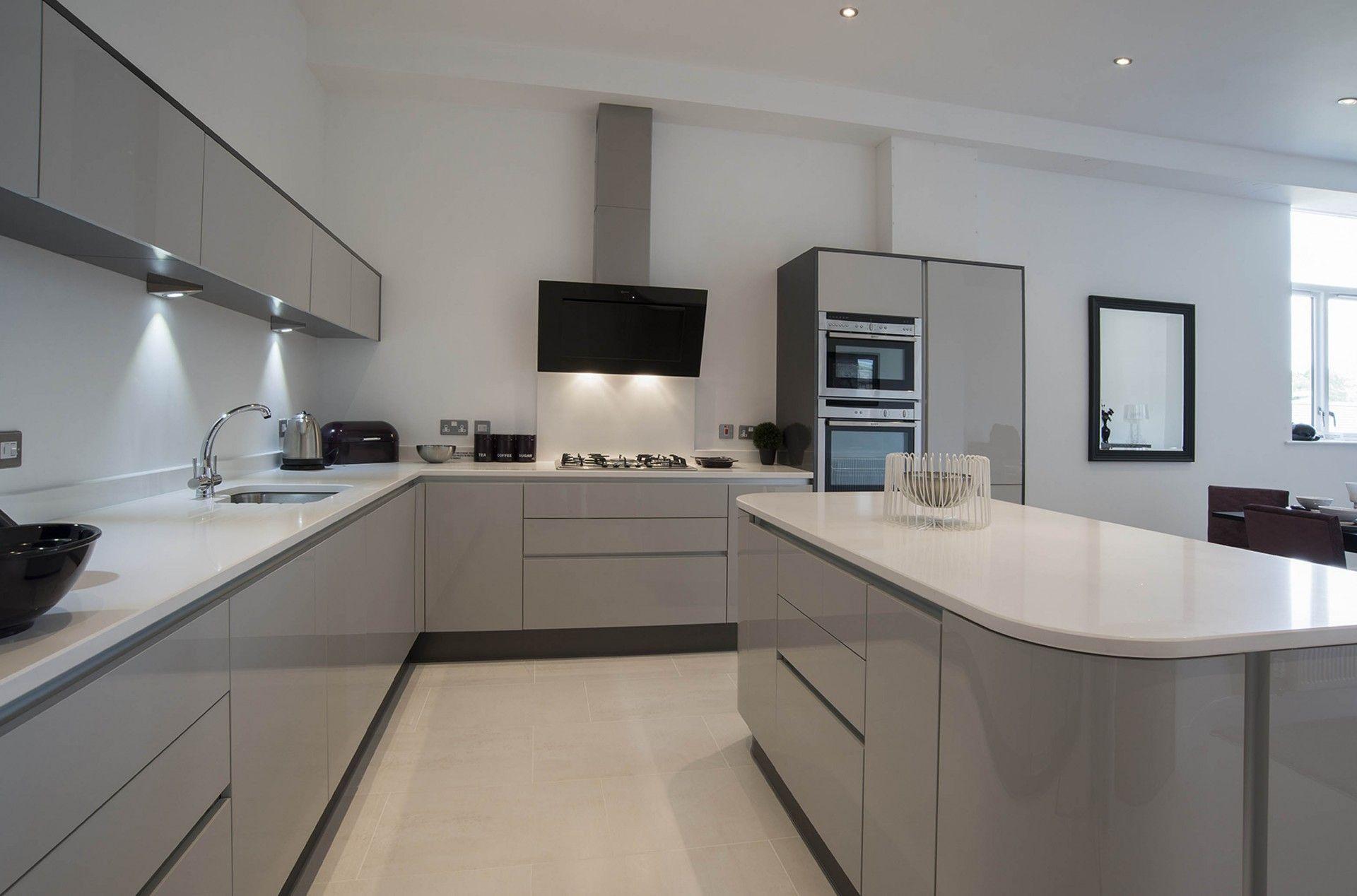 Best Handle Less Kitchen – Acrylic Grey Metallic – Panorama 400 x 300