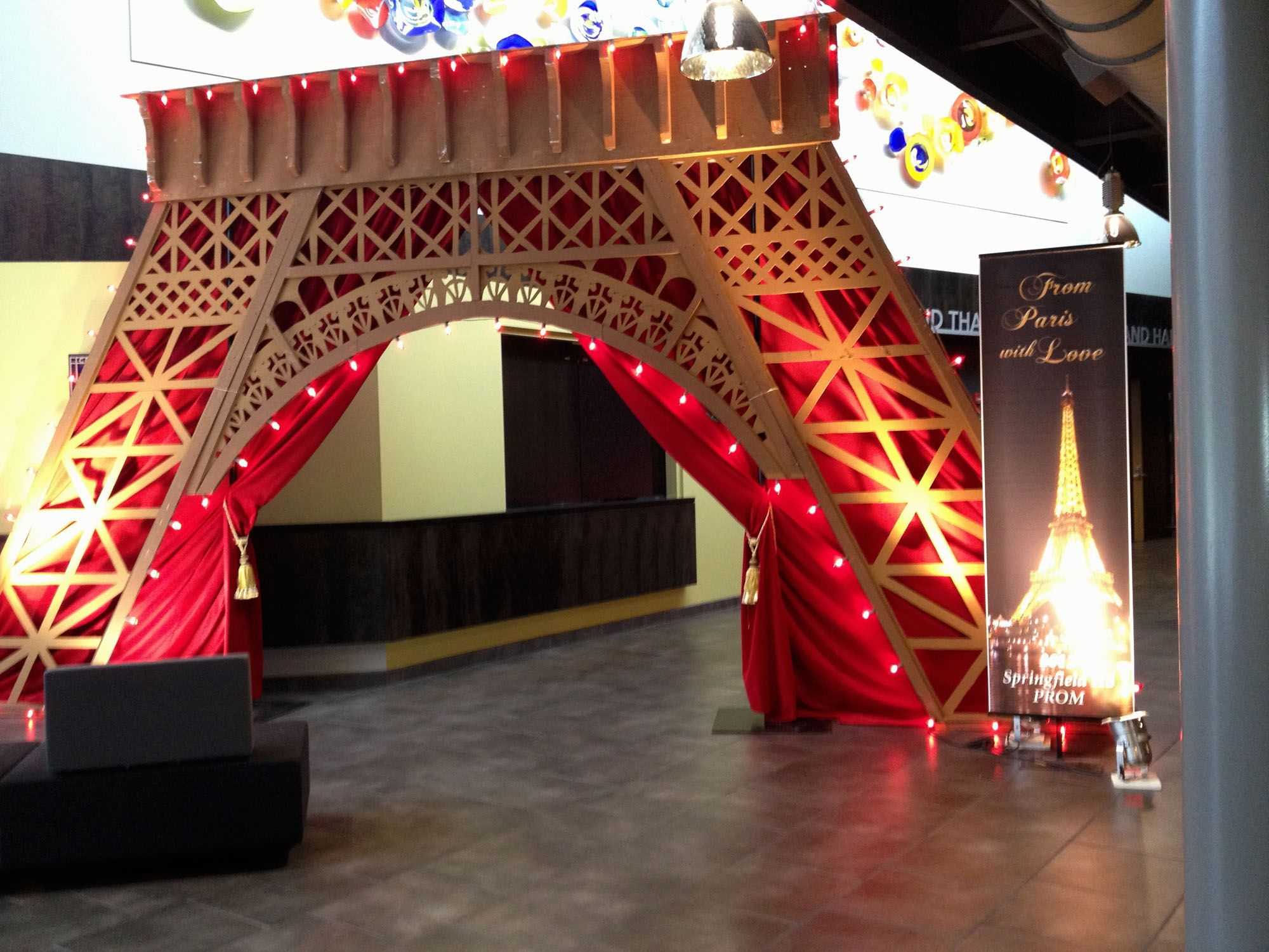 Paris themed springfield high prom d cor by ambience http for Ambiance decoration