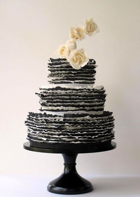 www.weddbook.com ♥ wedding cake black and white