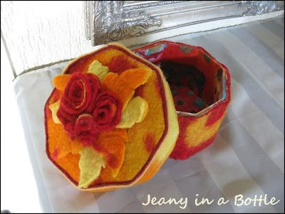 Have you ever seen such a lovely felted box?