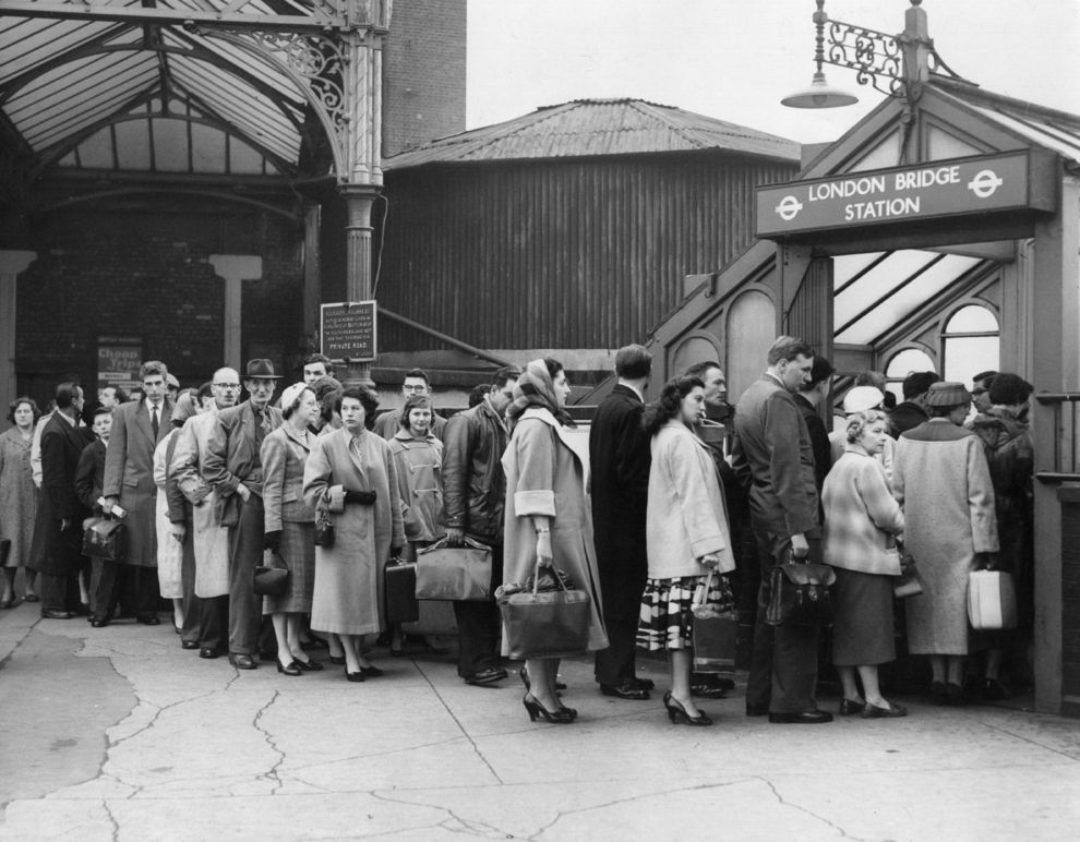 1958: London Bridge | 31 Gorgeous Photos Of The London Underground In The '50s And '60s