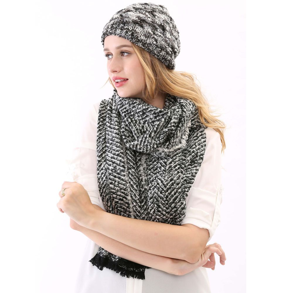 Latest Scarf And Hat Designs And Trends For Girls In Winter ... dbbeb12e4
