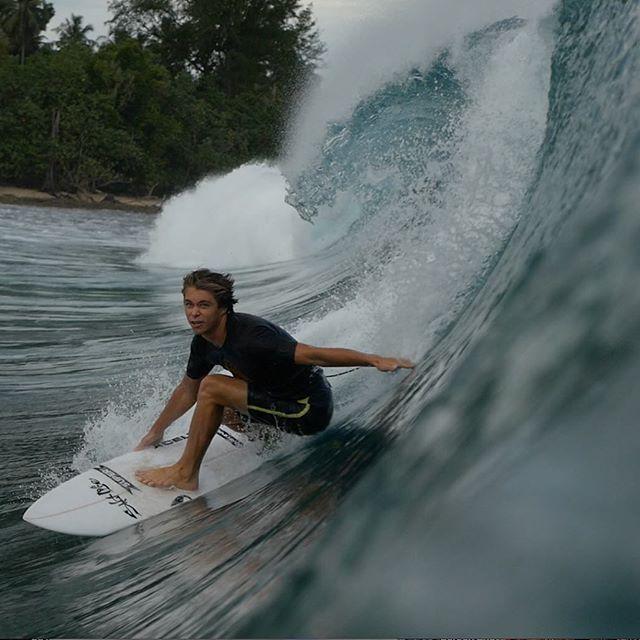 Ryder DeVoe taking on waves in Indonesia! Photo: @chris_bowerman
