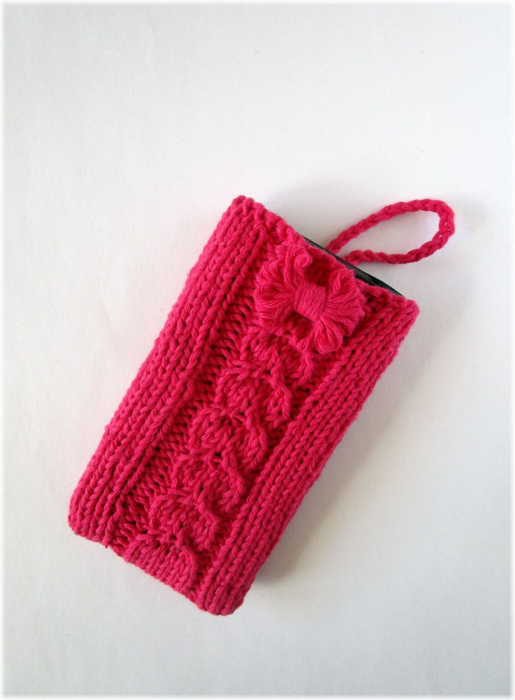 Knitted phone case is an accessory that does not go out of fashion 24
