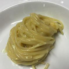 Spaghettini con acqua di limone, olio e provolone di Peppe Guida