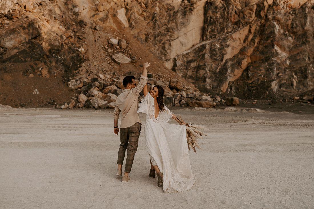 Wild Adventure Love Sarah Viktor Annistyle Braut Hochzeitsfotograf Boho Hochzeitskleid