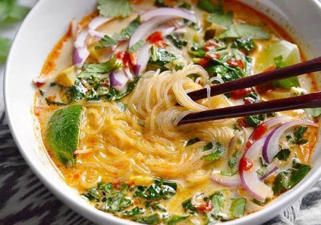 Thai Suppe mit Kokosmilch und Curry