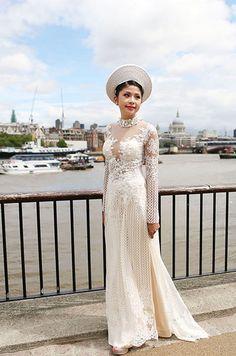gold and white ao dai wedding - Recherche Google | Ao dai ...