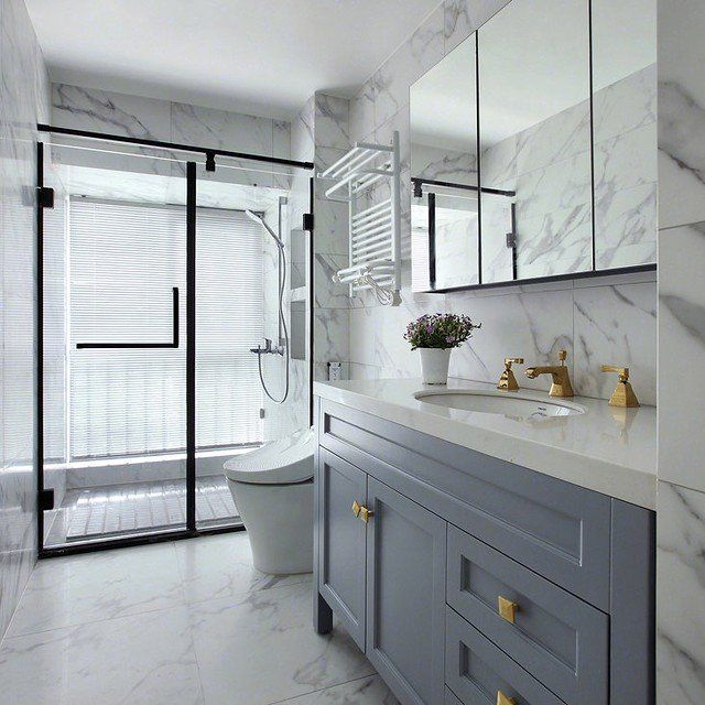 15 Long, Narrow Bathroom Ideas That are Functional and ...