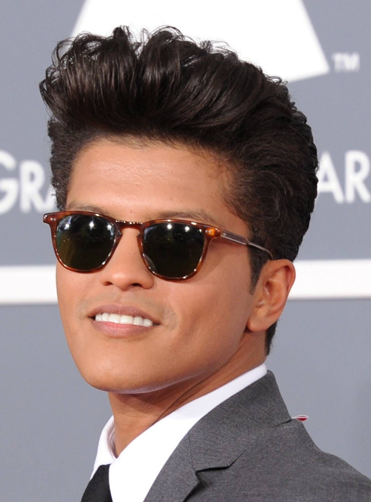 Bruno Mars Pompadour Jpg Globezhair Cute Singers