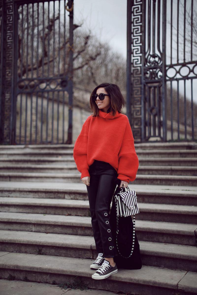 d7034aa21c63 Pull oversize et pantalon cuir et oeillets H M Converse noires sac rayé Zara  Idée look hiver