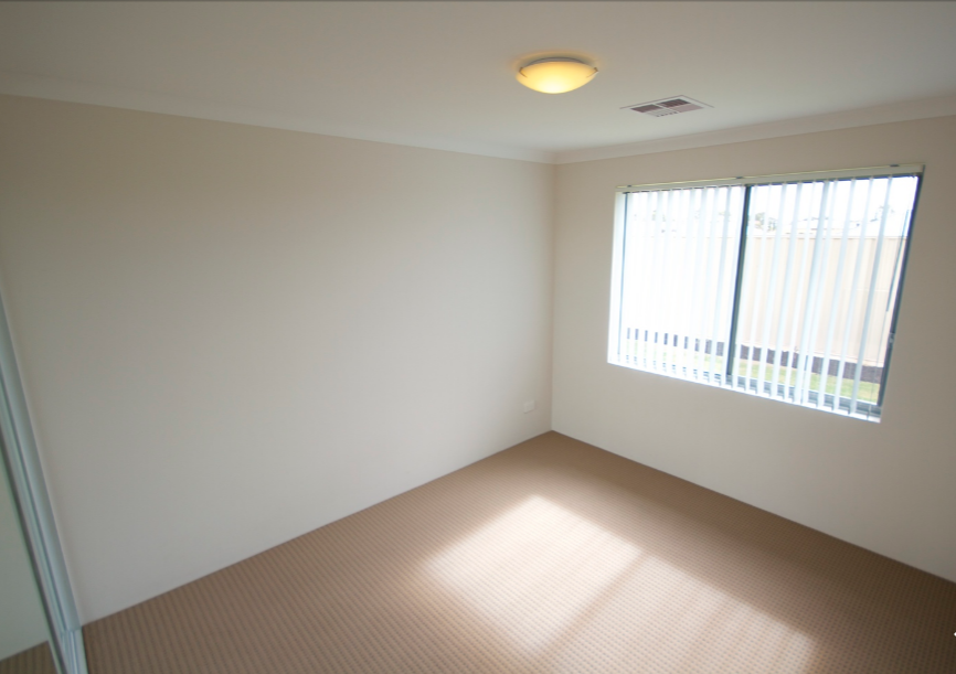 Call Listing Agent Peter Taliangis on 0431 417 345 or 9330
