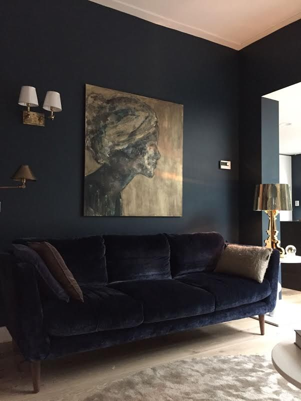 This Dark Velvet Couch Matched With The Dark Walls Makes This Room Have A Very Dark Chromatic Element Trendy Living Rooms Dark Interiors Dark Interior Design