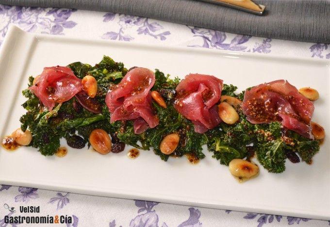 Kale con carpaccio de buey y vinagreta de mostaza