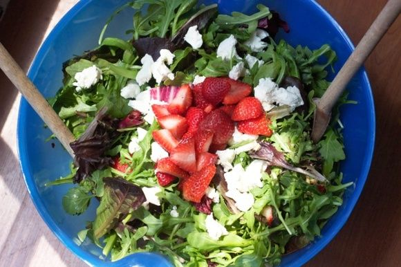 This is the absolute BEST recipe for strawberry goat cheese salad - PIN!
