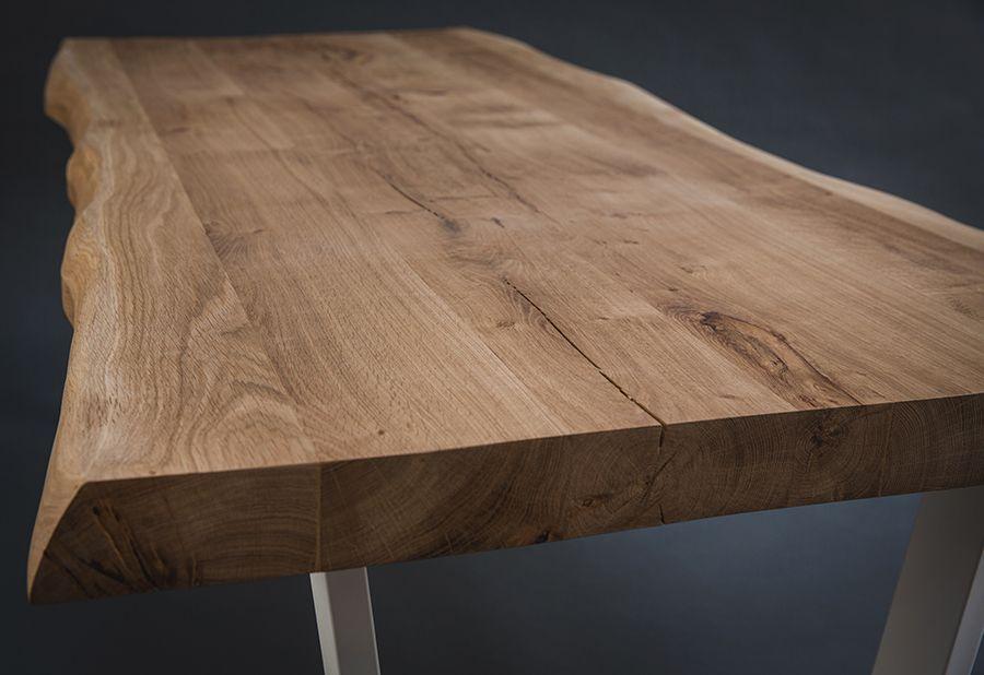 Vous Pouvez Admirer Ici Une Magnifique Table En Chene Rustique Dit Live Edge Un Plateau Qui A Enormement Table Design Table Salle A Manger Salle A Manger Bois