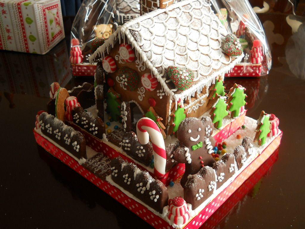 Casita de Navidad con Caramelos. Frente. | Gingerbread houses ...