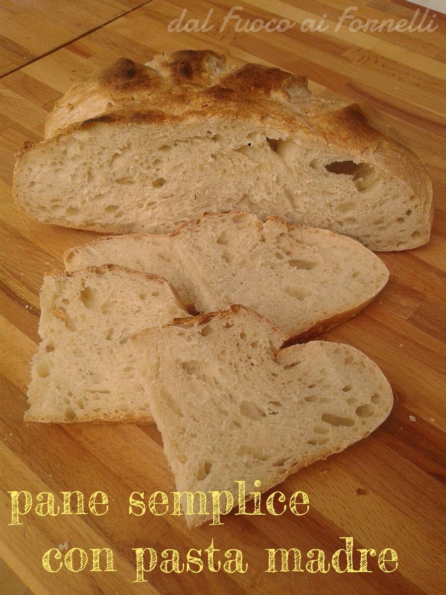 Oggi vi regalo la mia ricetta del pane semplice di facile realizzazione che si impasta di mattina e si sforna per cena.