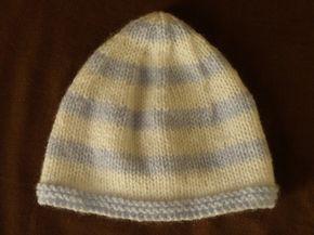 5947d62e4e9a Mignon petit bonnet bicolore pour bébé en taille naissance, aiguilles  N°3,5. Taille   Naissance - 1 mois Fournitures   - 1 pelote de laine super  soft bleu ...