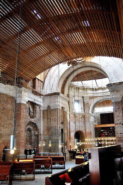 Uned escuelas p as biblioteca interior iglesia 10802 arq for Arquitectura de interiores a distancia