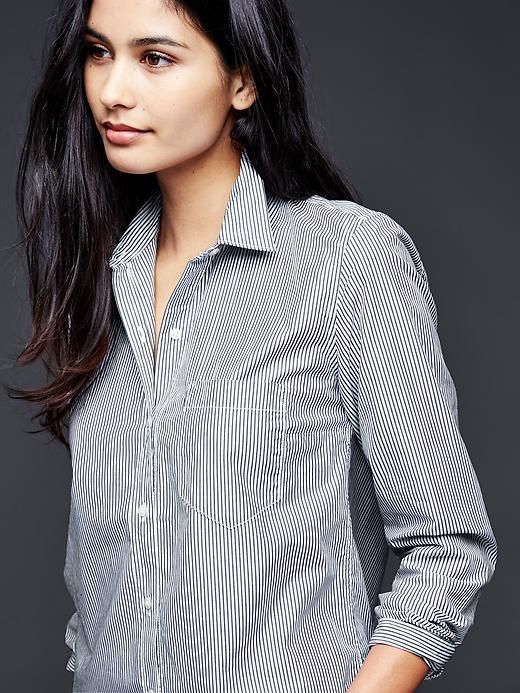 Fitted boyfriend stretch poplin shirt Product Image