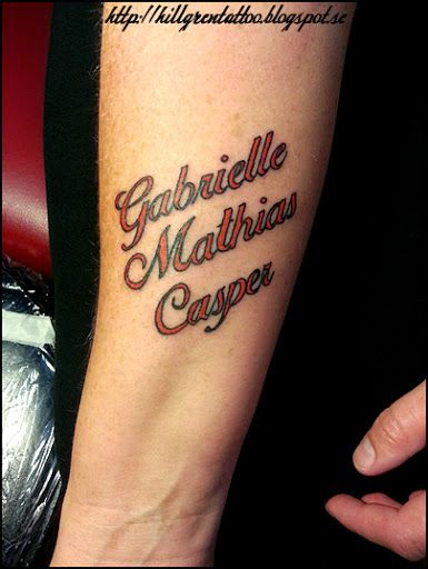 Tatuering underarm barnens namn tattoo childrens for Name tattoos with color