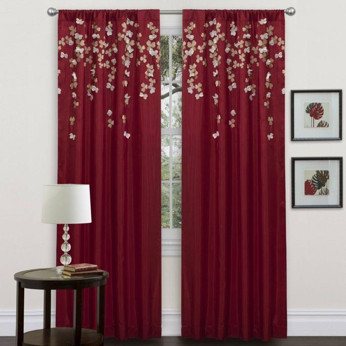 telas cortinas cortinas clsicas rojas con aplicacin de pequeas flores mesilla de madera con - Cortinas Rojas