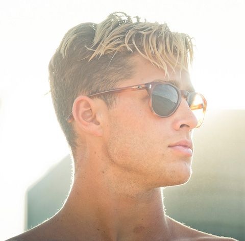 4 Men S Hairstyle Trends From The 90 S Itching To Make A Comeback Men Hair Highlights Men Blonde Hair Men Blonde Highlights