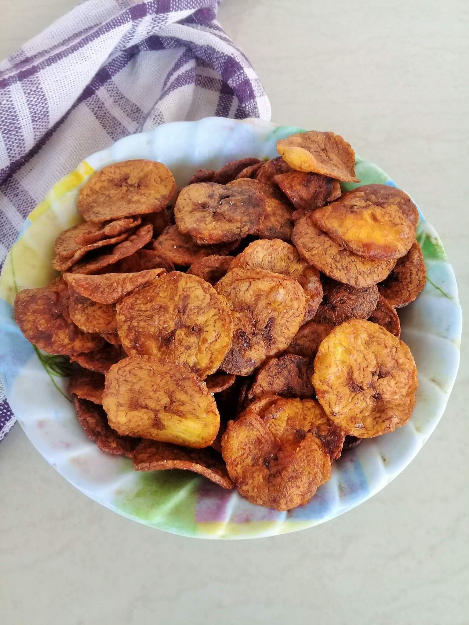 How To Make Crisp Ripe Plantain Chips Plantain Ghana Africa Chips Ripe Plantain Plantain Chips Plantain Recipes