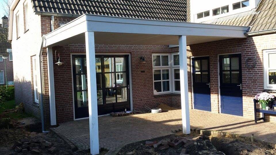 Een strakke moderne houten veranda kan ook prima bij een huis in landelijke stijl www - Veranda modern huis ...