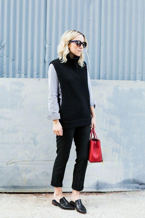 c5c7e45423 O mule flat é o queridinho da vez das fashionistas. Esse look com calça  capri