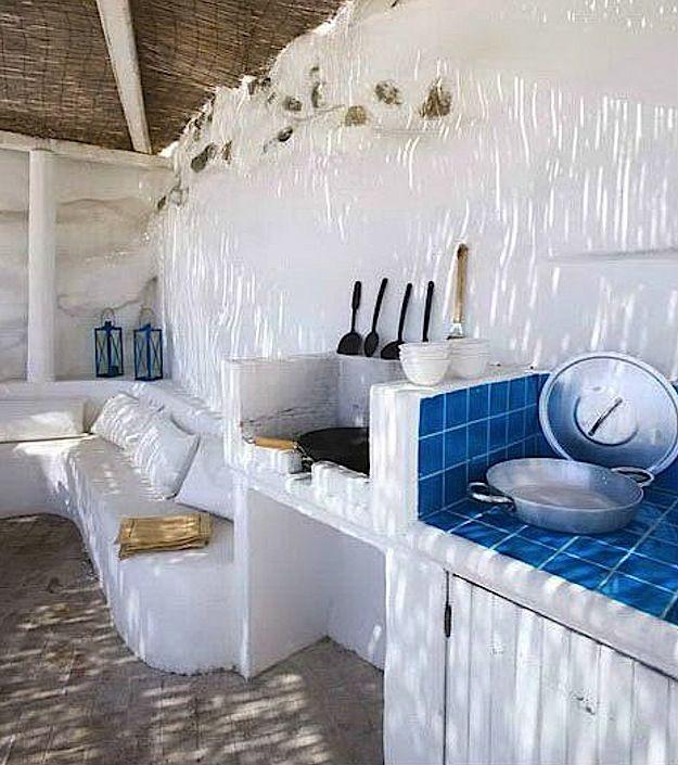 regardsetmaisons Blue tiles, China and Kitchens