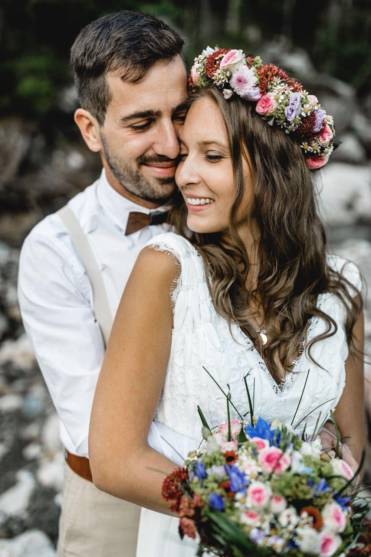 Ein frühlingshaftes Brautpaarshooting in den Bergen von