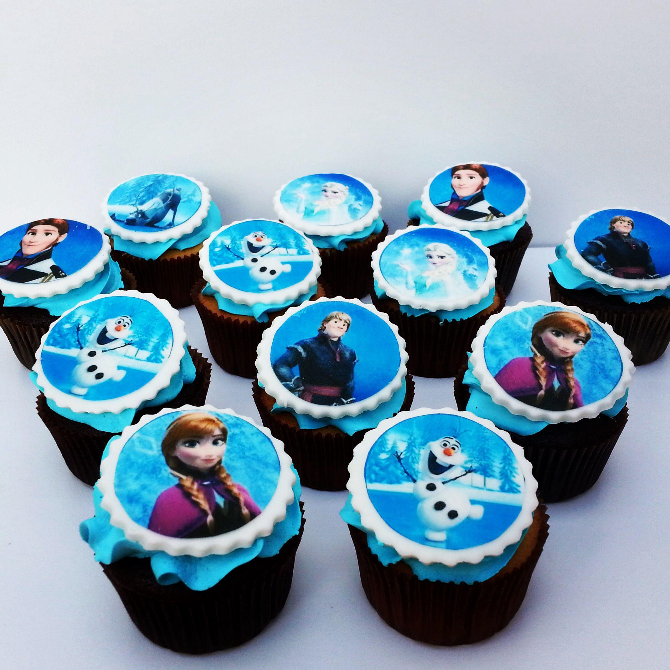 Cupcakes de Frozen con Anna, Elsa, Kristoff, Olaf y Hans para un Cumpleaños inolvidable! Envíanos tus diseños o llámanos al (1) 625 1684. #Frozen #Disney #DisneyFrozen #cupcakes #cupcakefactory #cupcakesenbogotá #sosweet #pasteleríaartesanal #repostería Cupcakes personalizados en Bogotá www.SoSweet.com.co
