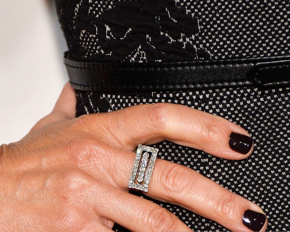 Julia Louis Dreyfus Wearing A Beautiful Red Carpet Ring In 2020 Red Carpet Rings Rings For Men Rings