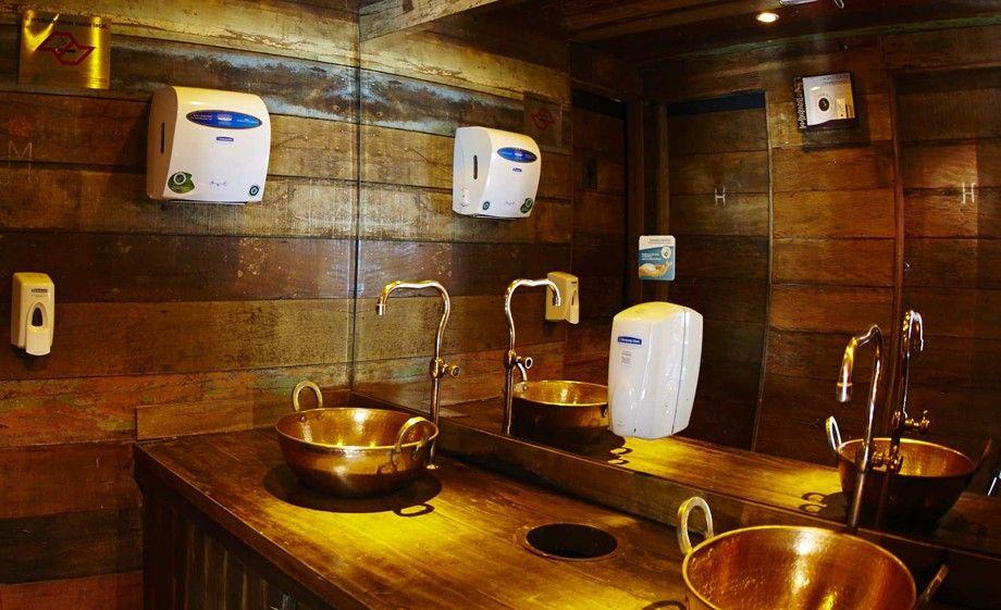 Inspirese na decoração dos banheiros de baladas e restaurantes  Bar -> Pia Para Banheiro Rustico